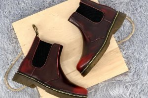 Dr. Martens 2976 Chelsea Cherry Red